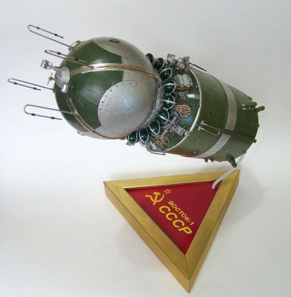Пенсионер из Улан-Удэ собирает модели космических кораблей из «Киндеров» и палочек от «Чупа-чупса»