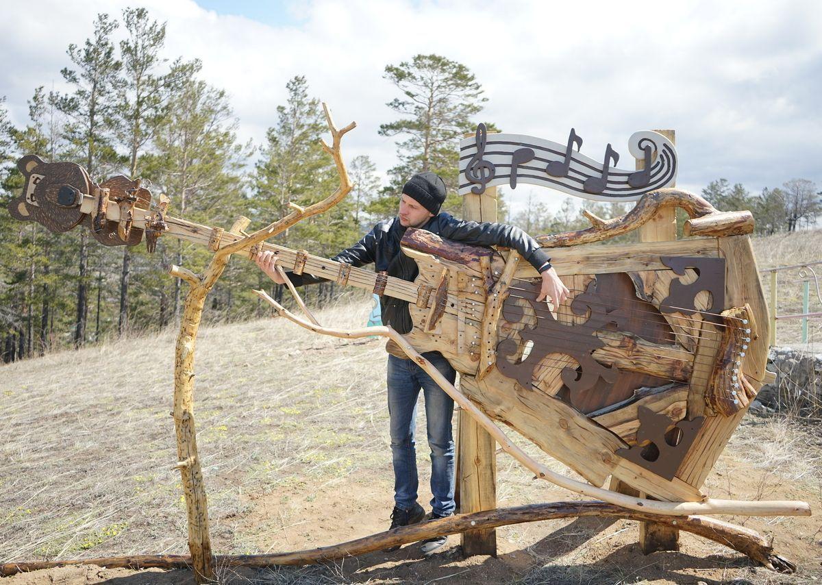 В Бурятии сельчане построили необычный парк из дерева