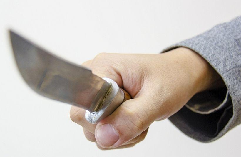 Житель Бурятии защитил честь супруги и получил ножом в сердце
