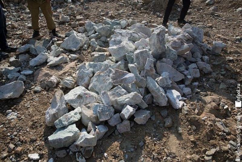 Нефритовый скандал разгорается: Бурятский предприниматель перевез через границу около 50 тонн минерала