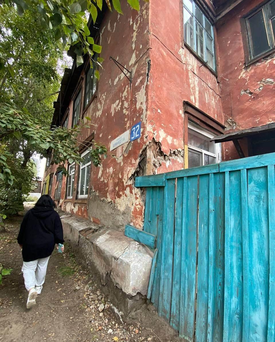 В центре Улан-Удэ семьи с детьми рискуют оказаться под руинами своих квартир