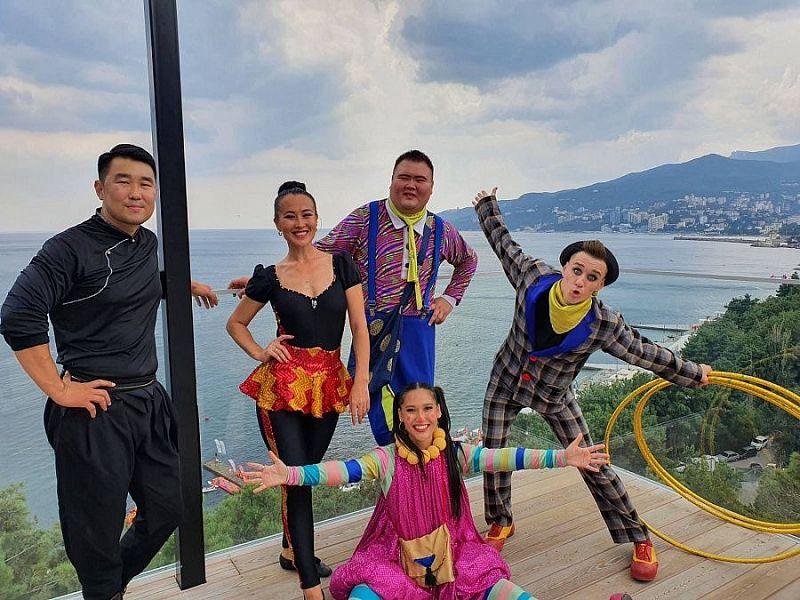 Бурятские циркачи покоряют черноморское побережье