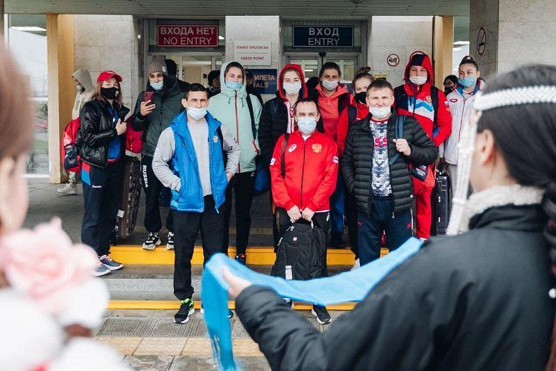 В Улан-Удэ сегодня стартует предолимпийский чемпионат России по женской борьбе