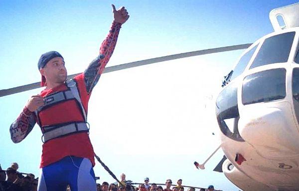 Силач из Улан-Удэ сдвинул с места 13-тонный вертолёт